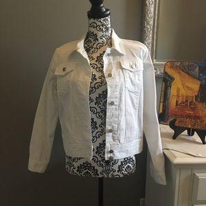 🌺White Denim Jacket NWOT size Medium